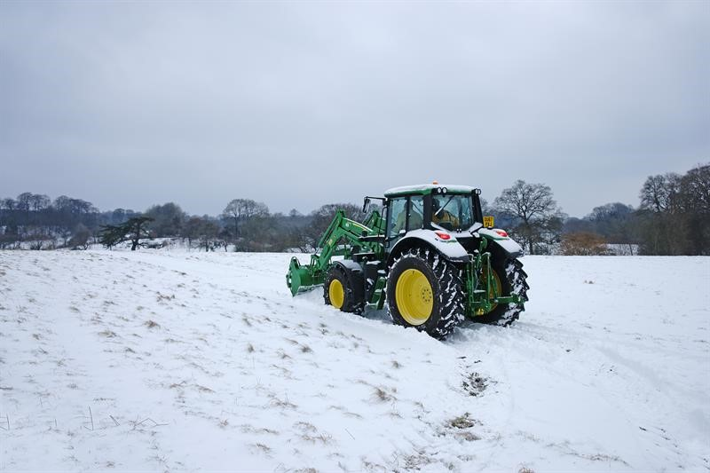 Tractor in snow_59446