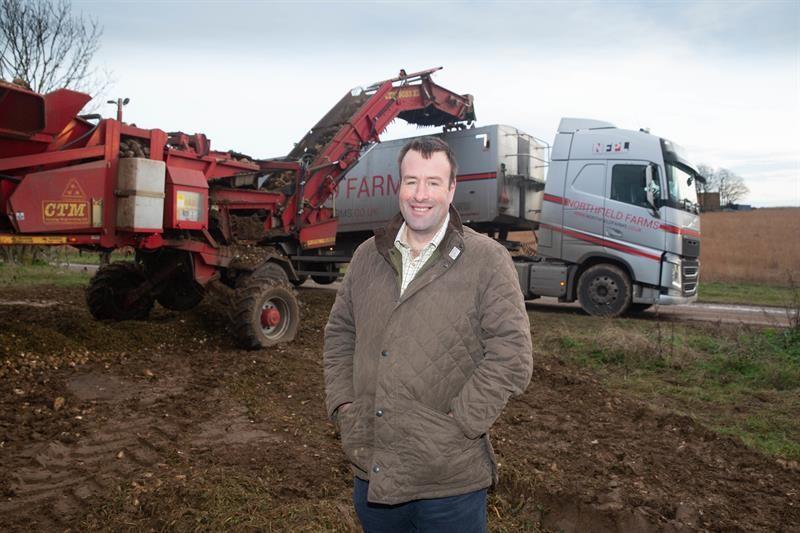 Stuart Roberts and Sugar haulage_59414