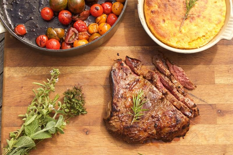 Bavette steak with roasted squash cornbread and tomatoes_69346