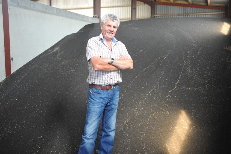 Andrew Davies with Oilseed rape NFU Cymru_78054