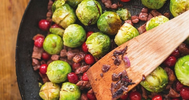 Brussel sprouts with Applewood smoked bacon, cranberries and red wine_76112
