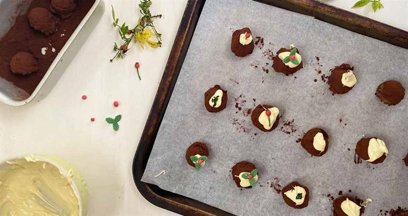 Milk chocolate Christmas pudding truffles_75966