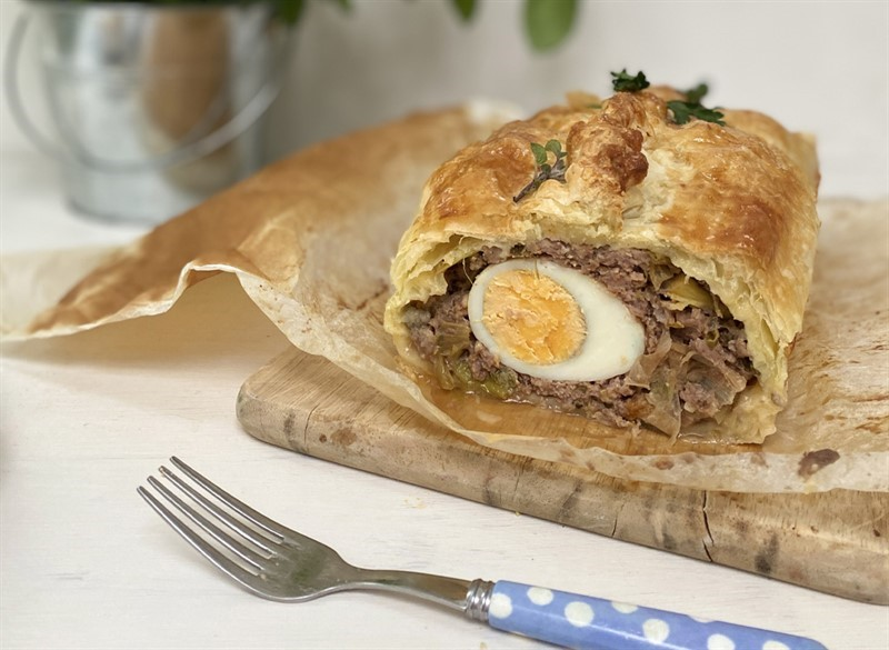 Beef and egg picnic pie_77954