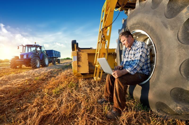 rural broadband, farmer with tablet, ipad, tractor, internet, web_27666