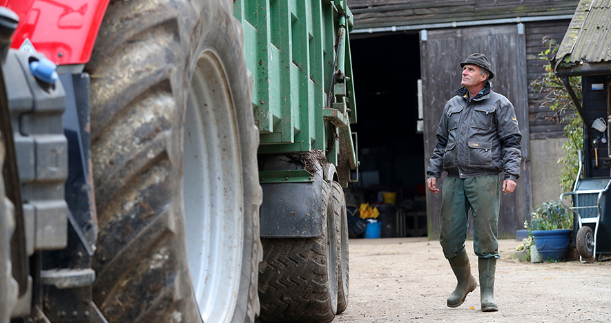 FARM SAFETY - STOCK IMAGESPicture by Adam FradgleyPictures to illustrate farm safetyInspecting Tractor & Trailer